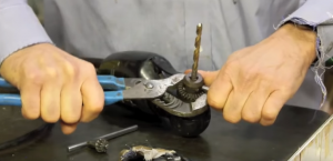 how to change drill bit without chuck key